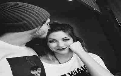 Es bueno besar en la frente a la chica que quieres darle celos