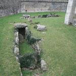 Château-Vieux : douves avec allée couverte (IIIe millénaire)
