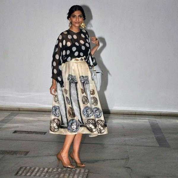 Sonam Kapoor leaves after attending Karan Johar's party, organised at his residence, on July 26, 2014.(Pic: Viral Bhayani)