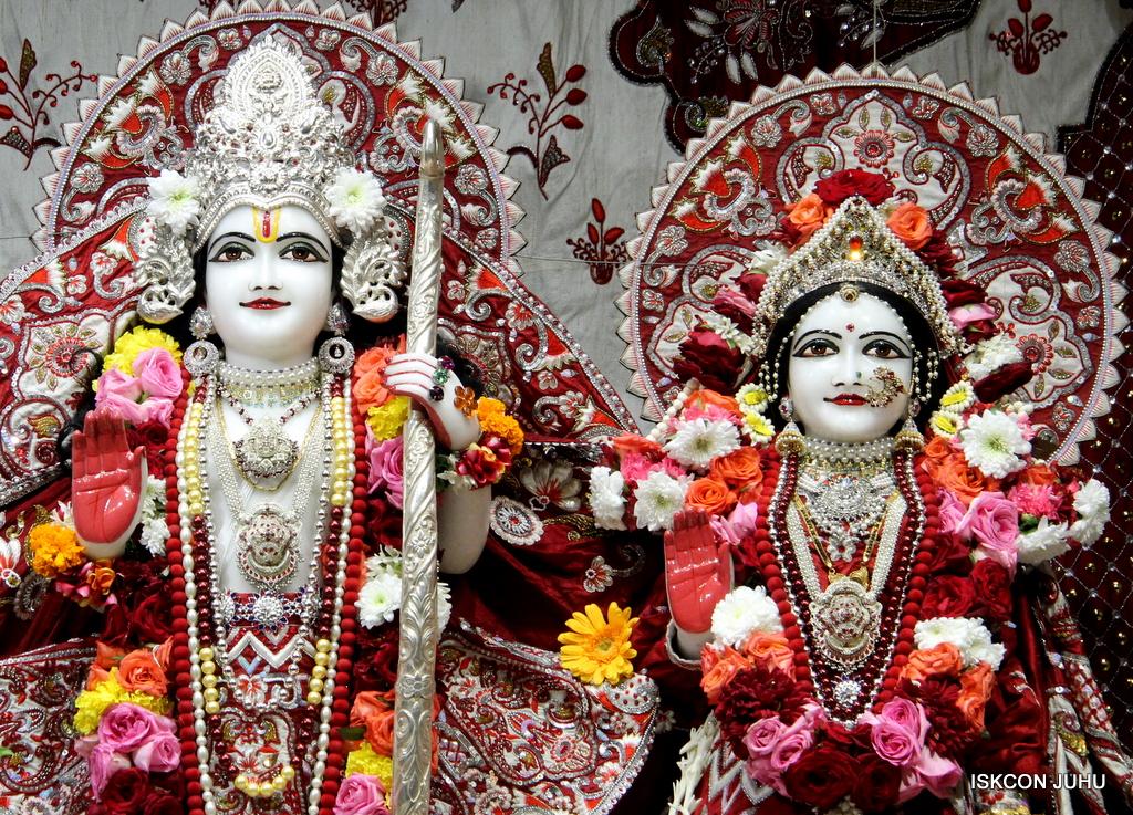 ISKCON Juhu Sringar Deity Darshan on 30th Sep 2016 (50)