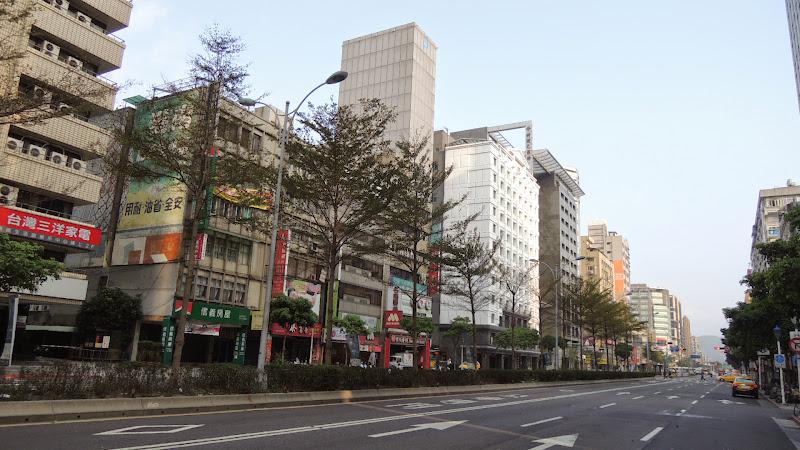 Check Café 雀客咖啡在松江路上.JPG