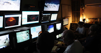 Photo: ROV Control Center (Photo credit: Andy David/NMFS)