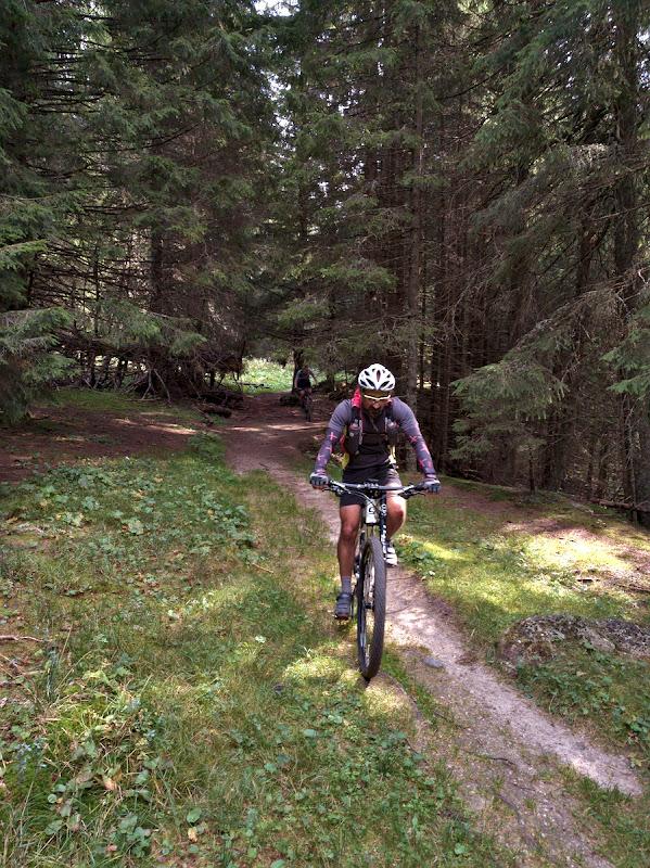 10 kilometri de single-trail pana in Busteni.