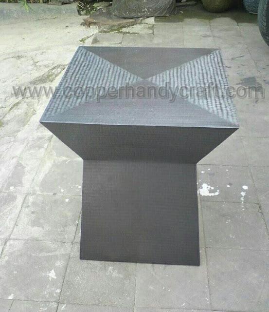 Kerajinan-meja-minimalis-tembaga-kuningan