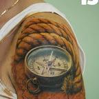 compas-corde-carte-du-monde-epaule.jpg