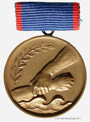 137b Medaille für die Bekämpfung der Hochwasserkatastrophe im Juli 1954 www.ddrmedailles.nl