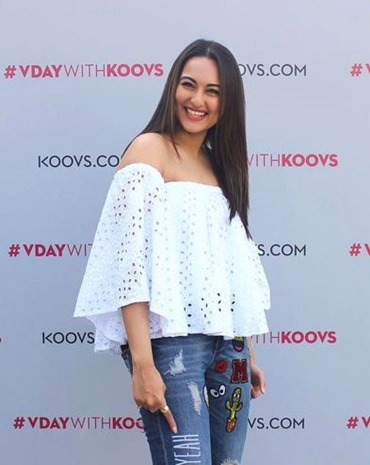 Steal-The -Look-From-Sonakshi-Sinha-Summer-Look-Mystyespots-2017