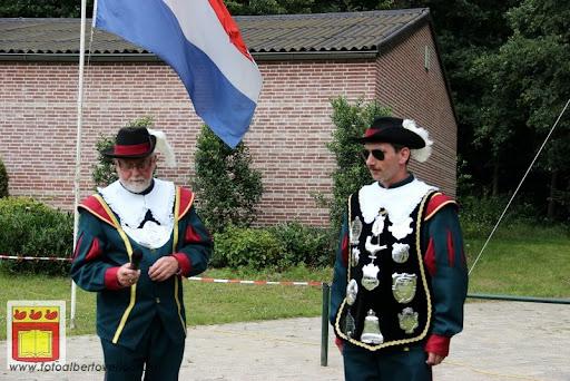 Koningschieten Sint Theobaldusgilde overloon 01-07-2012 (8).JPG