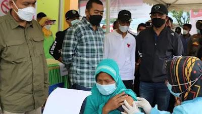 Ribuan Dosis Perhari, Wagub Audy Apresiasi Antusiasme Warga Solsel Dapatkan Vaksinasi COVID-19
