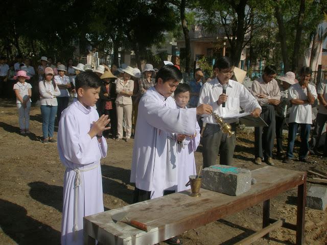 Giáo xứ Thạch Hà đặt viên đá đầu tiên xây dựng nhà Giáo lý.