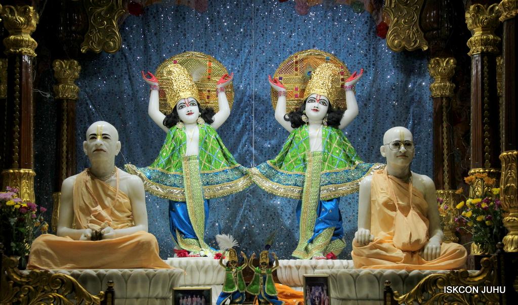 ISKCON Juhu Mangal Deity Darshan on 5th Sep 2016 (35)