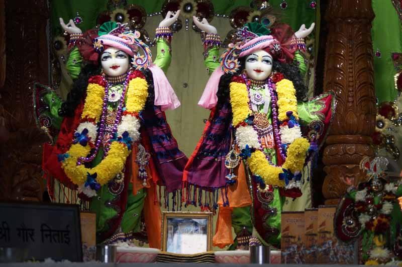 ISKCON Noida Deity Darshan 17 Dec 2015 (3)