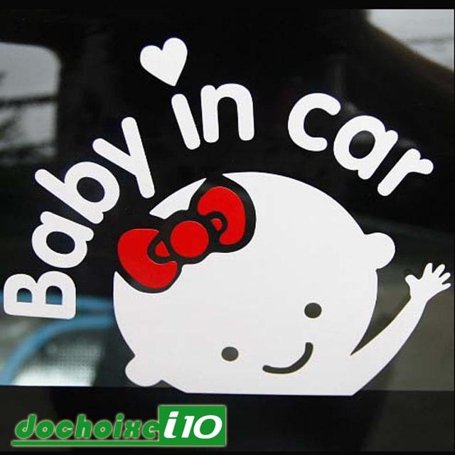 tem dan xe o to baby in car