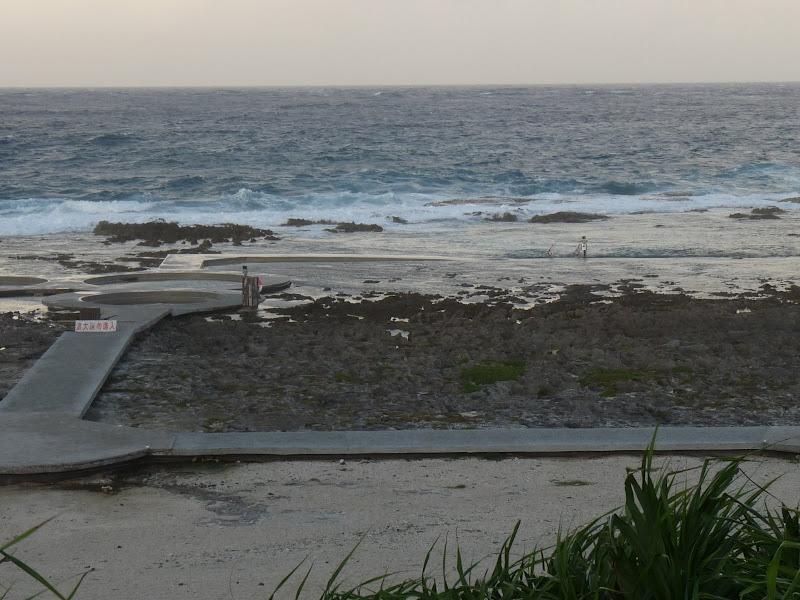 Pas  d accès aux bassins sur le plage à cause de la forte mer