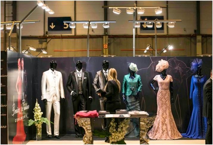 Stand en la feria las mil y una bodas dónde se muestran las tendencias en vestidos de boda para la temporada 2015.