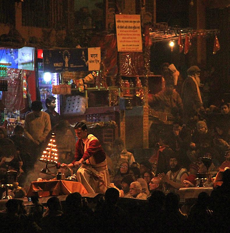 #Varanasigangaarti #Uttarpradeshtourism #travelblog