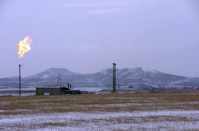 In this 25 February 2015 photo, a gas flare is seen at a natural gas processing facility near Williston, N.D. The Interior Department on Tuesday, 18 September 2018, finalized the roll back of an Obama-era regulation aimed at restricting harmful methane emissions from oil and gas production on federal lands. Photo: Matthew Brown / AP Photo