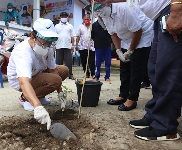 Debbie Louhenapessy Ajak Masyarakat Kota Ambon Jaga Kebersihan Lingkungan.lelemuku.com.jpg