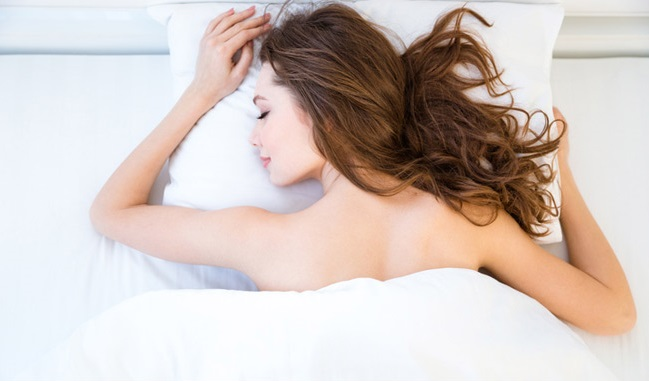 The Many Health Benefits of Sleeping Naked