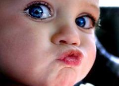 bebe-mandando-beijo