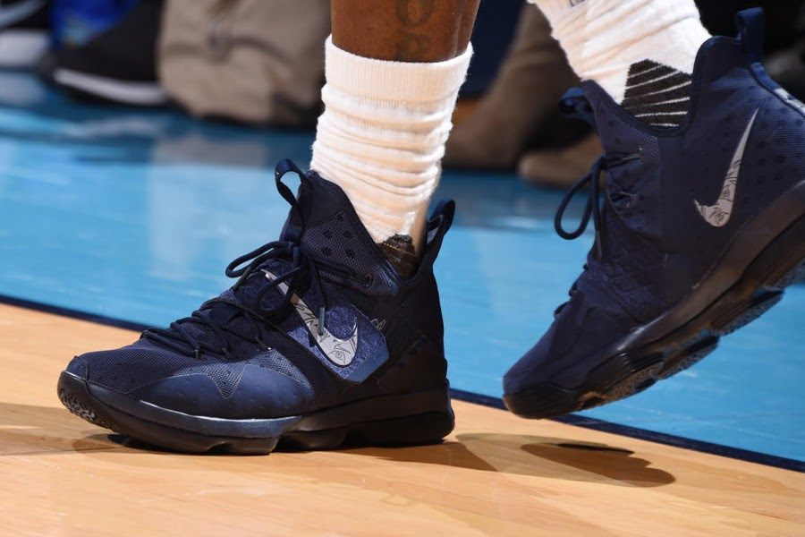 96dbf9cd489 ... Closer Look at Nike LeBron XIV Navy 28000 Points PE Debuted in NYC ...