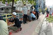 Menjaga Cagar Budaya, P3KS Bersama Sejumlah Pihak Cat Jembatan Kebajikan Tjong Yong Hian
