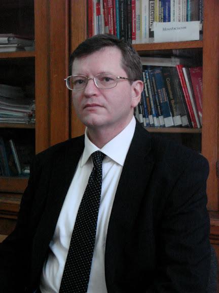 Ніколаєв Юрій Олегович - доцент кафедри світового господарства і міжнародних економічних відносин