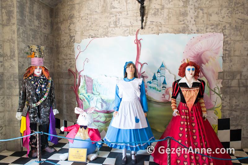 Masal şatosu içinde çocukların eğleneceği bir masal dünyası yaratılmış, Sazova Eskişehir