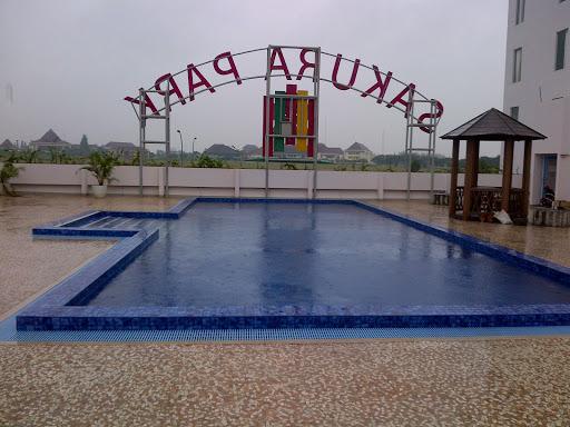 kolam renang sakura park