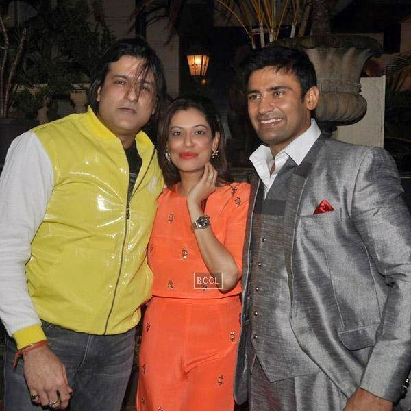 Sangram Singh poses with Armaan Kohli and Payal Rohatgi during his birthday party, held at Churchgate, on July 20, 2014.(Pic: Viral Bhayani)