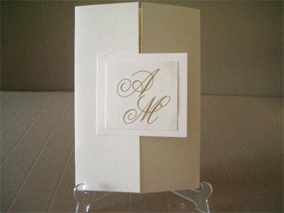 Invitación con blanco y dorado para bodaInvitación con blanco y dorado para boda