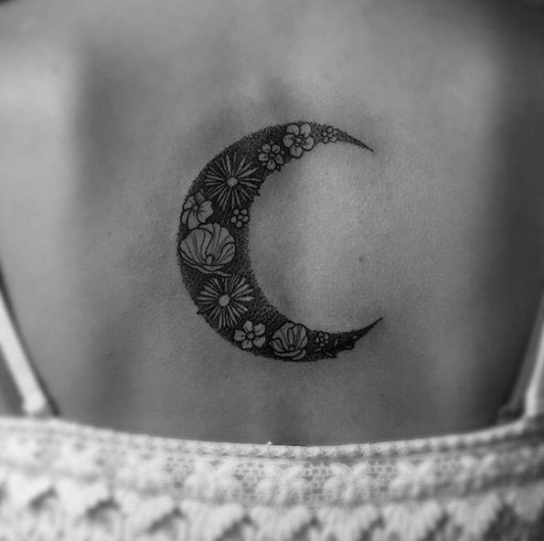 este_floral_meia_lua_da_tatuagem