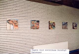 Photo: Vijf tegels voor de binnenmuur van overdekte eretribune bij Renbaan Duindigt te Wassenaar, 1988