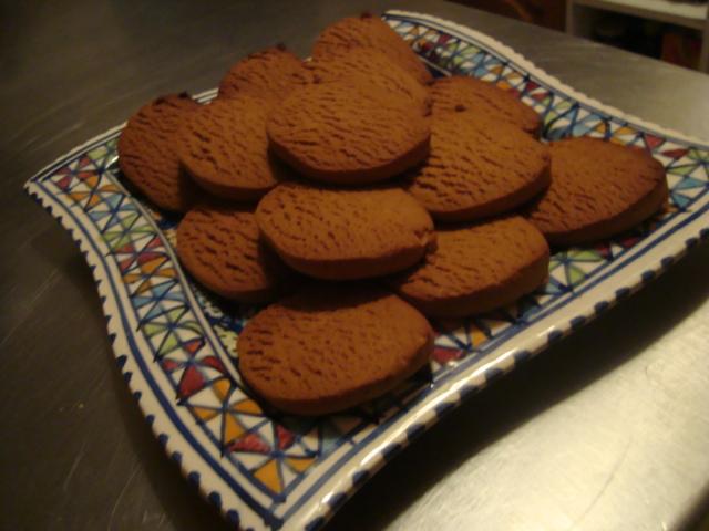 Nad's Treasured Recipes: Baskot bil Debs (Carob Molasses Biscuits)