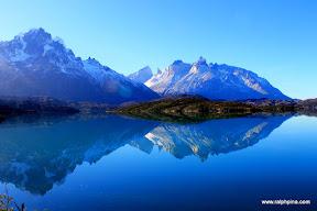 Lago Pehoe, Apine Grande and Las Cuernos