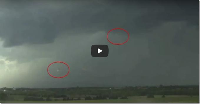 Oklahoma, EUA, Dois OVNIs com propulsores exibiram um espetáculo único sobre o céu