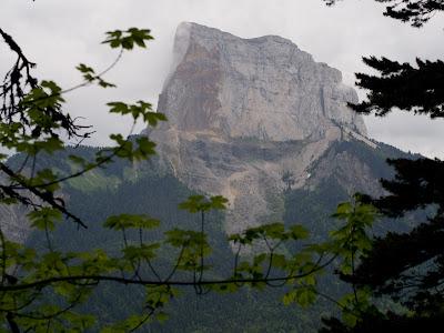 El camí de tornada permet contemplar el Mont Aiguille