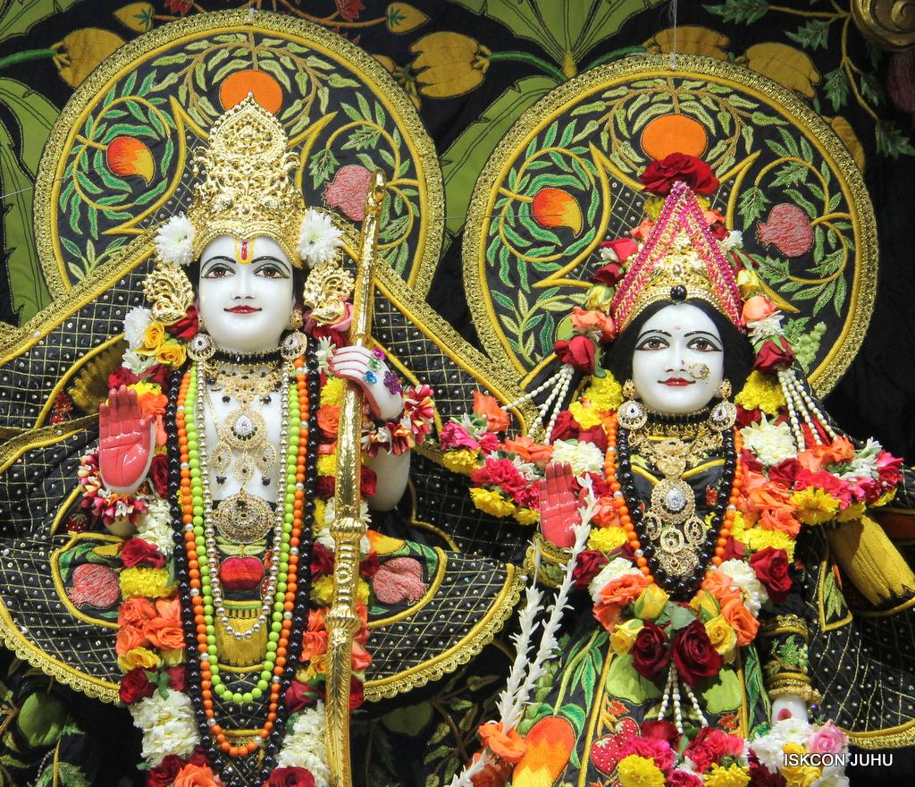 ISKCON Juhu Sringar Deity Darshan on 19th Nov 2016 (31)