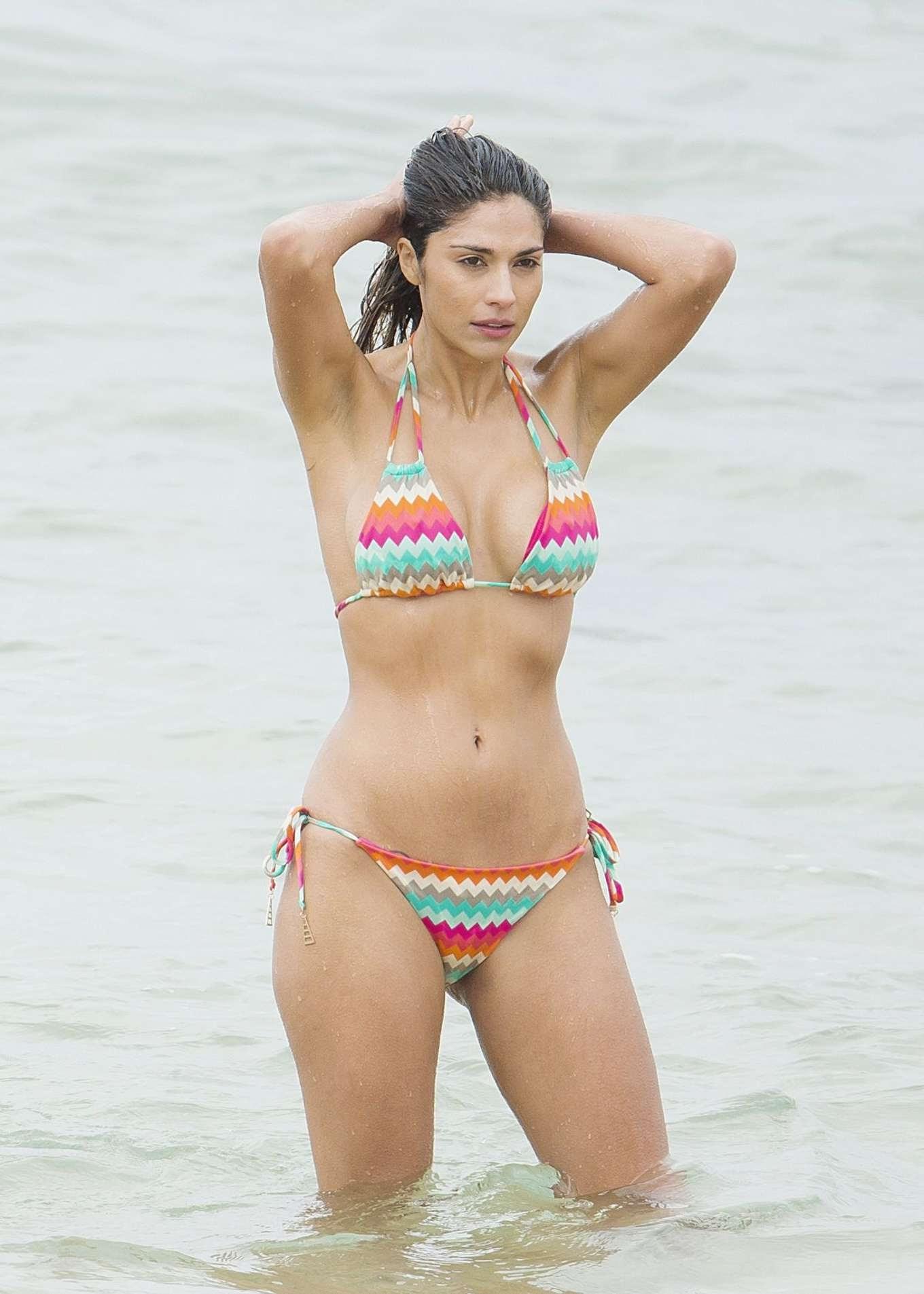 Pia Miller in Bikini on Home and Away set | Stunning Actress
