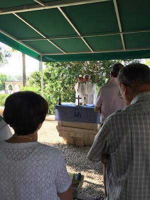 9-01/ Avant le départ, messe matinale de père Dominique…