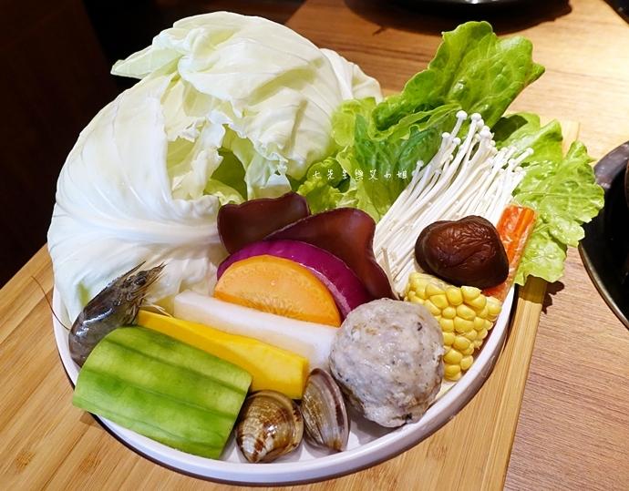 15 台中美食拾七火鍋 輕井澤火鍋