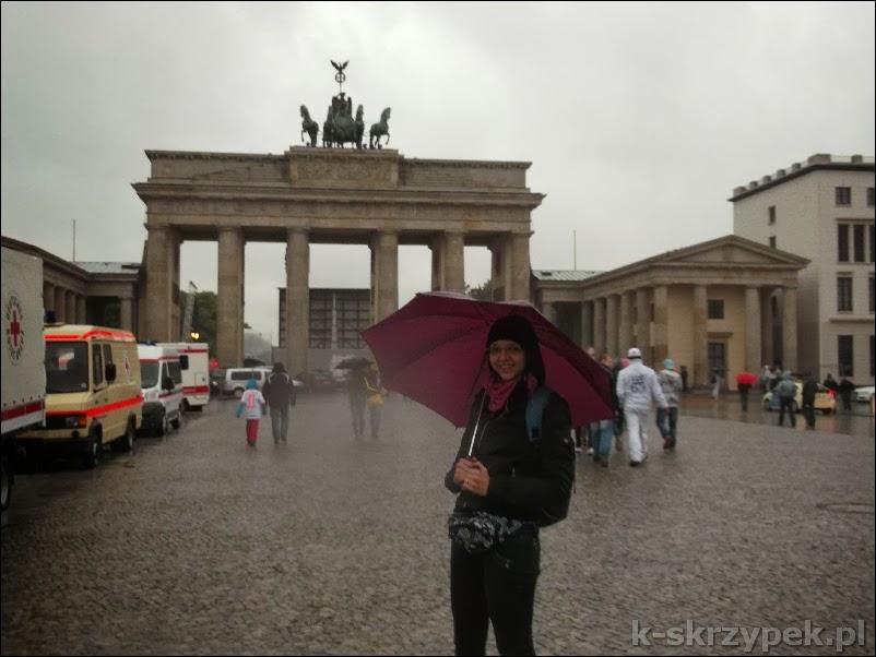 Na zdjęciu Dominika, ze wspomnianym parasolem w Berlinie