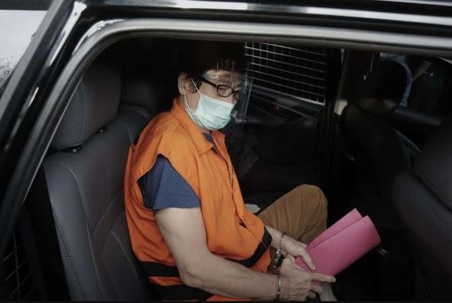 Kenakan Rompi Oranye, Samin Tan Resmi Ditahan KPK