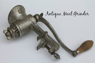Universal-2-food-chopper-antique-vintage-cast-iron-meat-grinder-kitchen-tool-Laurel-Leaf-Farm-item-no-z319124-1 (1)