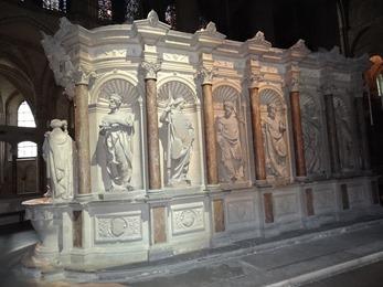 2017.10.23-129 tombeau de Saint Remi dans la basilique Saint-Remi