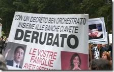 Protesta davanti casa della ministra Boschi