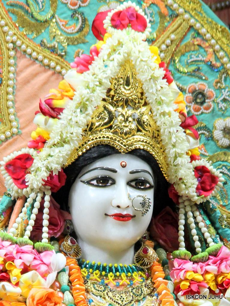ISKCON Juhu Sringar Deity Darshan on 21st Oct 2016 (11)