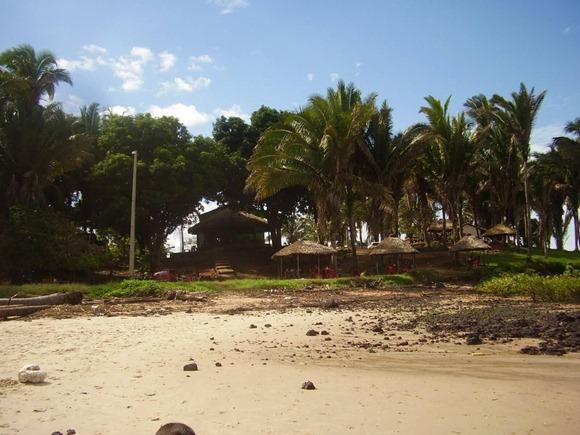 Praia de Juçatuba - Sao José de Ribamar, Maranhao, foto: espedicoeessobrerodas.blogspot.co.br