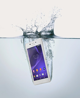 04_Xperia_M2_Aqua_ in Water.jpg