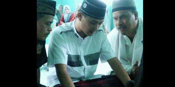 Subhanallah, Setelah Berikrar Dua Kalimat Syahadat, Yusan Langsung Sunat dan Segera Daftar Angota Banser